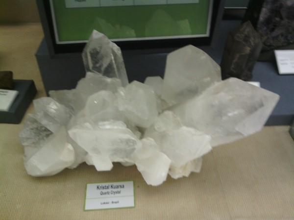 batu kristal putih